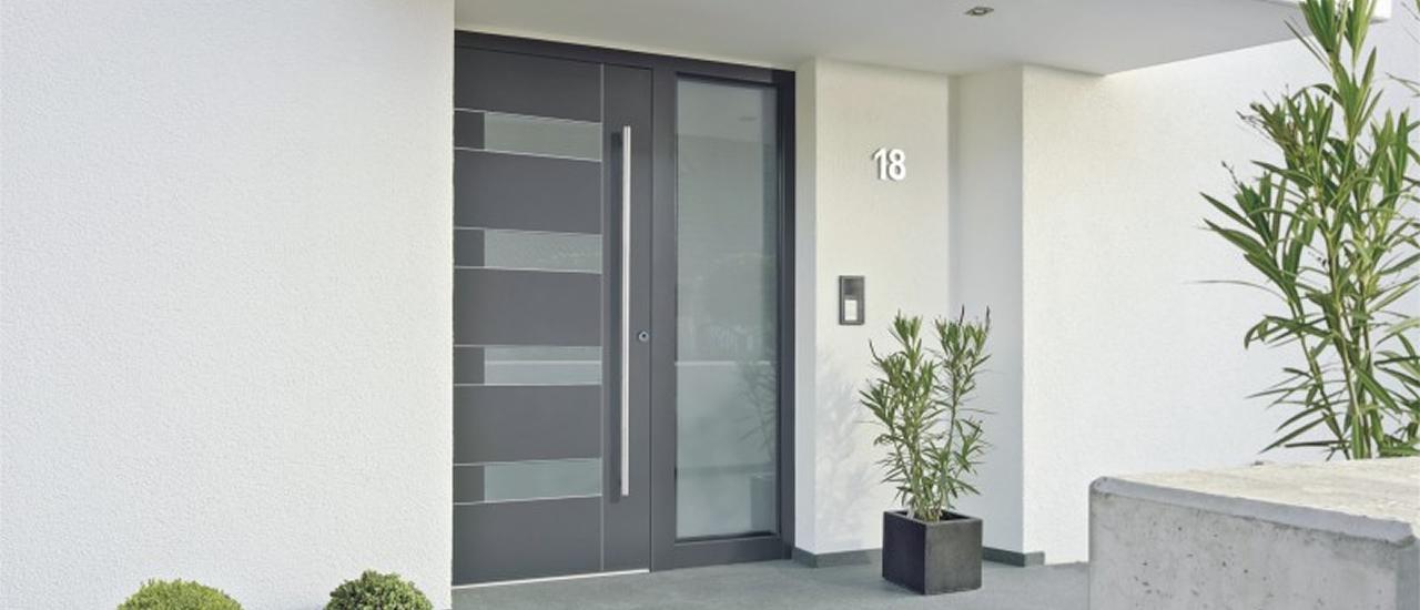 hausturen holz oder aluminium. Black Bedroom Furniture Sets. Home Design Ideas